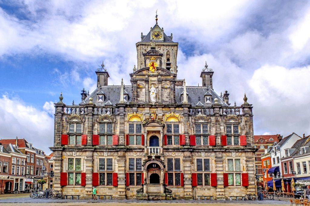 Stadhuis in Delft. Bedrijfsverhuizing in en naar Delft met Jon Van Buuren & Zn.